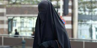 baju hitam muslimah