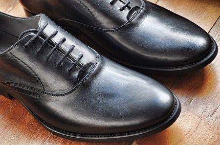 Adab Terhadap Sandal dan Sepatu