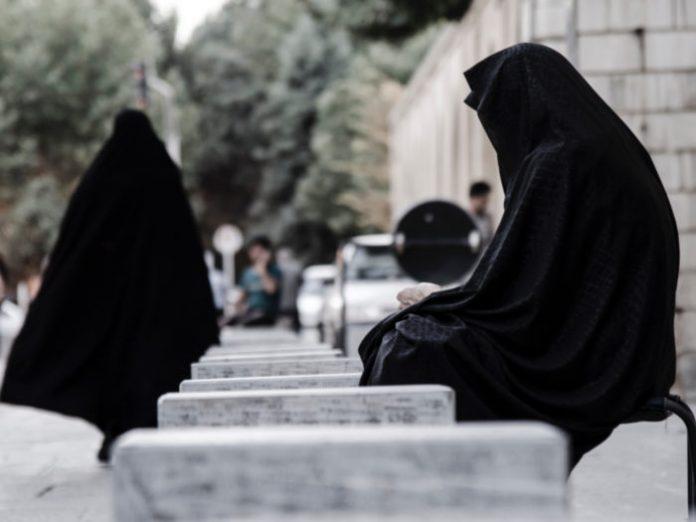 Terlarangnya Wanita Ke Kuburan