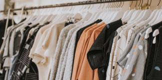 Pakaian Yang Nyeleneh