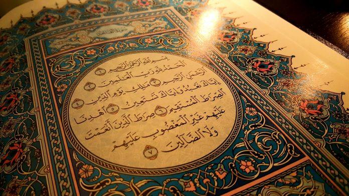 Khutbah Jumat Al Quran adalah Peringatan